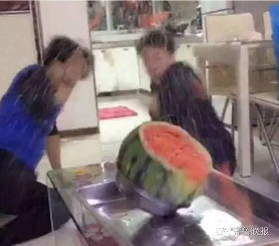 用700根皮筋勒西瓜